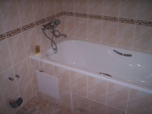 Дизайн розовой ванной комнаты фото