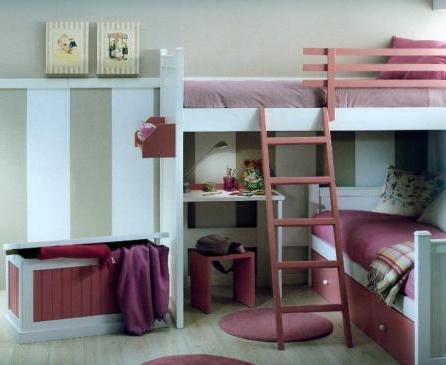 Очень маленькая детская комната